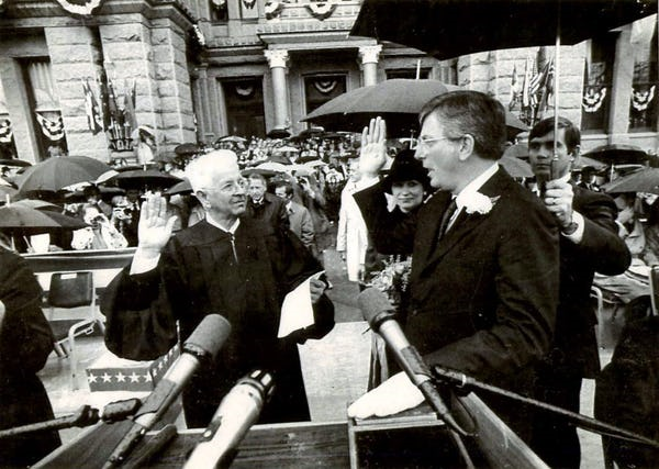 1983-01-18 Governor White taking the Oath of Office from TX Supreme Court Chief Justice Jack Pope.png