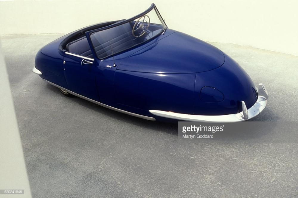 1948 Davis Divan 3 wheel car.jpg