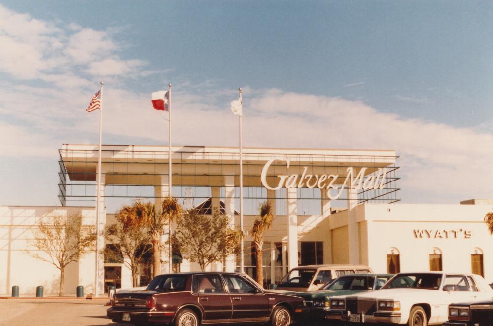 Galvez_Mall_Entrance_1987__2.jpg