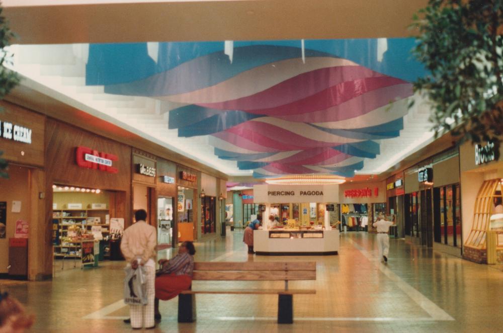 Galvez_Mall_Interior_1987__3.jpg