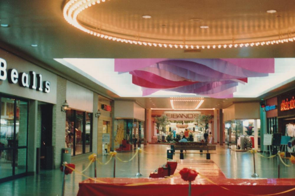 Galvez_Mall_Interior_1987__4.jpg