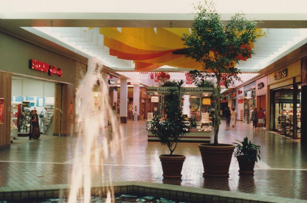 Galvez_Mall_Interior_1987__5.jpg