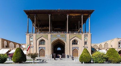 Palacio_Aali_Qapu,_Isfahán,_Irán,_2016-09-20,_DD_58.jpg